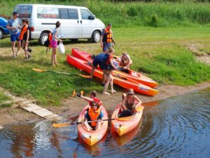 Jak przygotować się do spływu kajakowego
